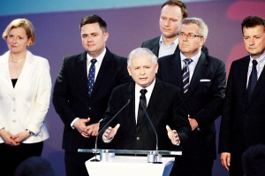 Lider PiS Jarosłąw Kaczyński (w środku) fot.Jacek Turczyk/EPA