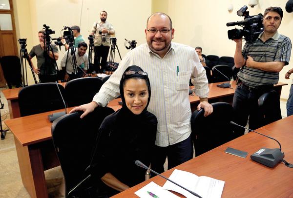 Korespondent Washington Post w Iranie Jason Rezaian (z prawej) i jego żona Yeganeh Salehi fot.STRINGER/EPA