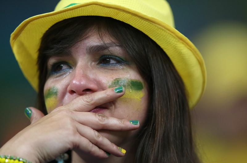 Brazylijscy fani nie potrafili powstrzymać łez obserwując porażkę swej reprezentacji fot.  EPA/Fernando Bizerra Jr.