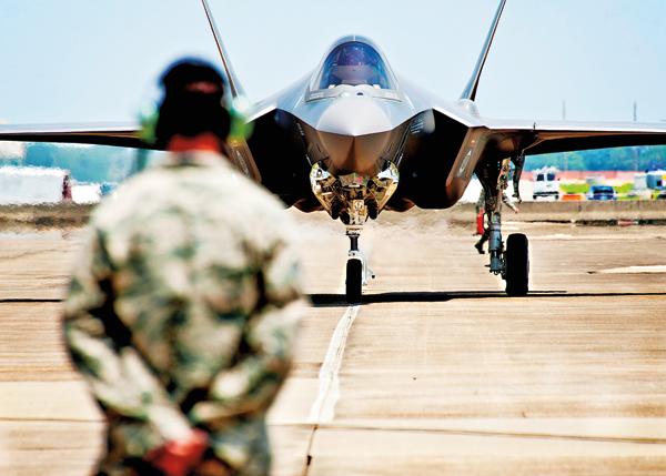 Myśliwiec F-35 w bazie lotniczej Eglin na Florydzie fot.US Air Force Handout/EPA