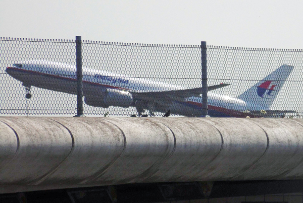 Airlines flight MH17 takes off at 12.31 PM from Schiphol airport near Amsterdam, the Netherlands, 17 July 2014. A Malaysia Airlines Boeing 777 with more than 280 passengers on board crashed in eastern Ukraine, Russian and Ukrainian news agencies report. The airline said on its Twitter account that it lost contact with flight MH17 from Amsterdam to Kuala Lumpur. Both Russian and Ukrainian sources confirmed that the plane went down between the city of Donetsk and the Russian border, an area that has seen heavy fighting between pro-Russian separatists and Ukrainian government forces.  Photo: EPA/FRED NEELEMAN