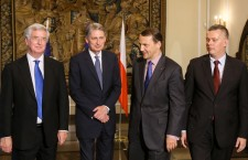 Foreign Minister Radoslaw Sikorski (2-R) and Defence Minister Tomasz Siemoniak (R) with British Foreign Secretary Philip Hammond (2-L) and Defence Secretary Michael Fallon (L) at a press conference after a meeting in Warsaw, Poland, 28 July 2014. The meeting was on Ukraine security situation, September's NATO summit in Wales and others.  EPA/PAWEL SUPERNAK