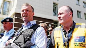 Członkowie międzynarodowej grupy ekspertów, która próbuje dostać się na miejsce katastrofy malezyjskiego samolotu na Ukrainie fot.Igor Kovalenko/EPA