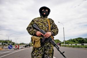 Rosyjski żołnierz w Doniecku na Ukrainie fot.STR/EPA