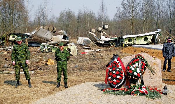 Miejsce katastrofy Tupolewa Tu-154 w lesie pod Smoleńskiem fot.Sergei Chirikov/EPA