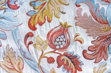 Adamaszek to tkanina czy wzór?