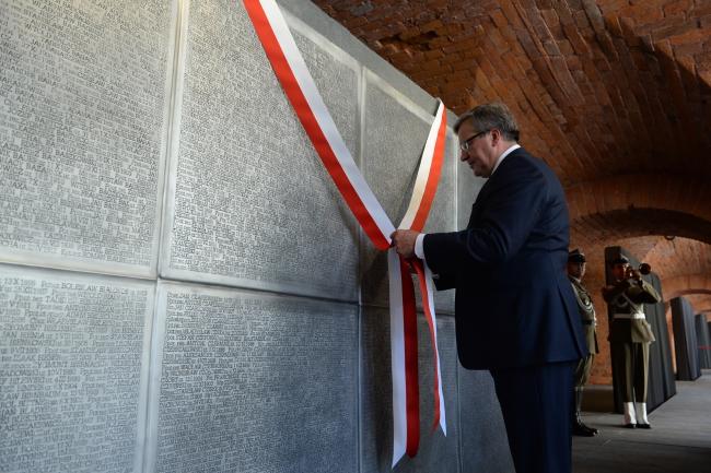 President Komorowski unveils huge epitaph to over 20,000 Polish officers murdered by the Stalinist secret service, known as the Katyn Massacre': photo - PAP/Jacek Turczyk