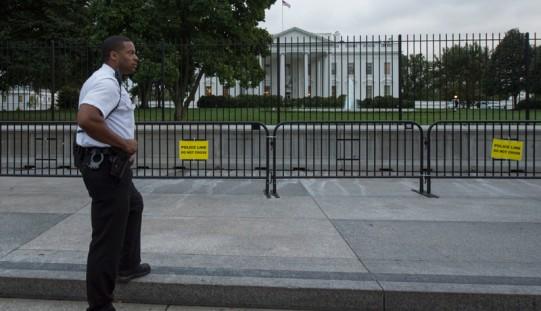 Mężczyzna przeskoczył przez ogrodzenie otaczające Biały Dom