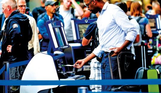 Tylko 5 lotnisk w USA dla podróżnych z krajów walczących z ebolą