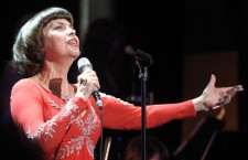Mireille Mathieu starts tour in Halle