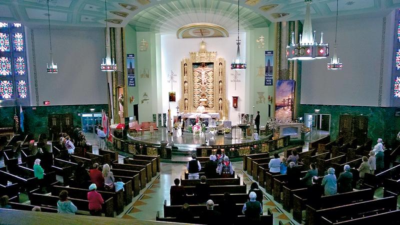 Nabożeństwa w kościele św. Heleny nie przyciągają dziś takich tłumów wiernych jak dawniej