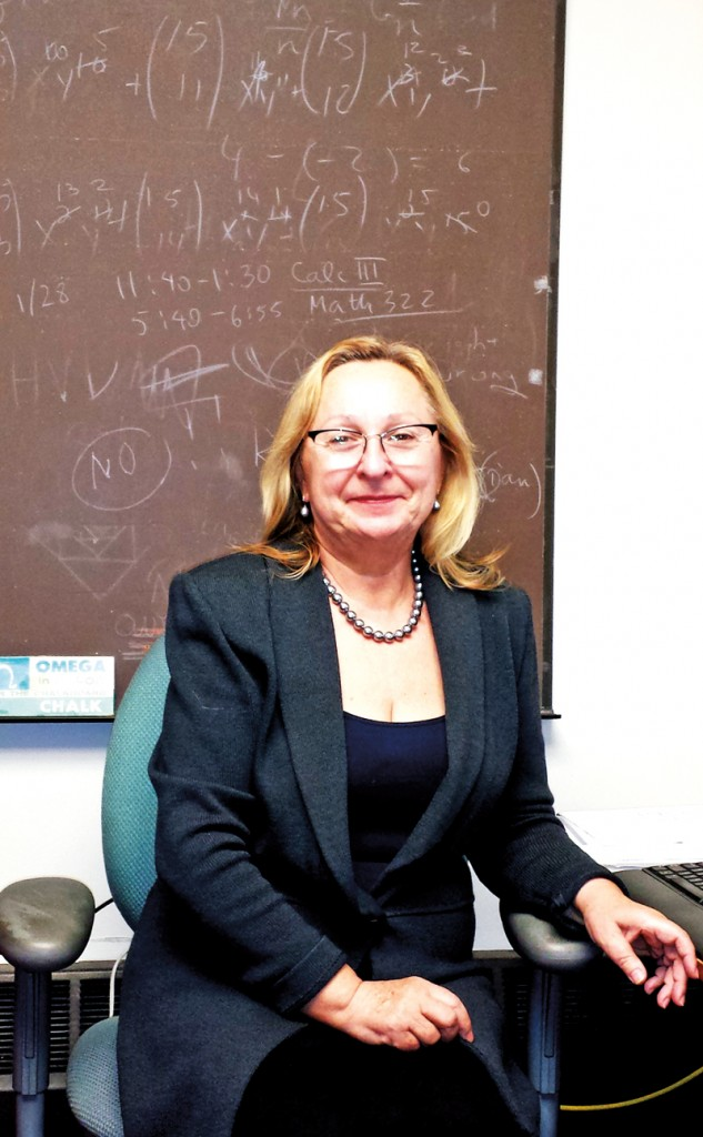 Prof. Lidia Filus w swoim gabinecie na NEIU w Chicago fot.Rosellen McGary