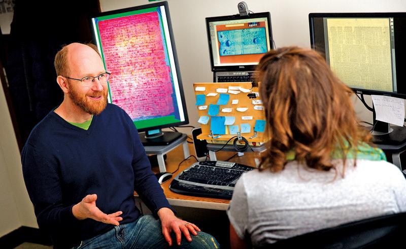 Artur Wiśnicki opowiada o pracy nad manuskryptem fot.Craig Chandler,University Communications/news.unl.edu