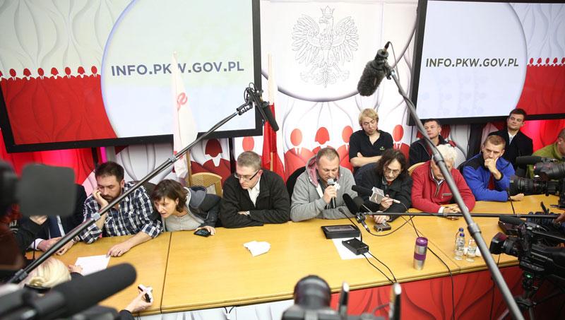 Okupacja Państwowej Komisji Wyborczej fot. EPA/TOMASZ GZELL