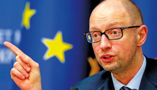 Ukraina. Jaceniuk krytykuje bank centralny za zakaz handlu walutami