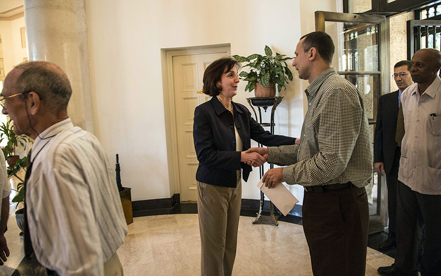 Jacobson meets with Cuban dissidents in Havana
