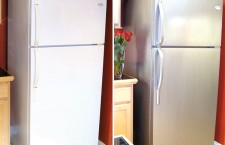 1 Refrigerator-makeover-with-Thomas-Liquid-Stainless-Steel-Paint