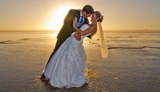 Polacy o możliwości ślubów poza urzędami stanu cywilnego
