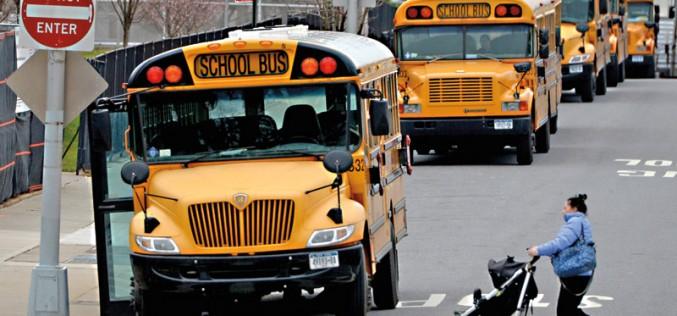 """Oglądała """"50 twarzy Greya"""" kierując szkolnym autobusem"""
