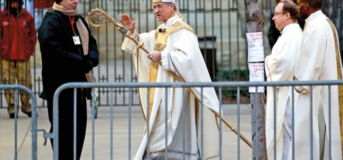 Arcybiskup Cupich za kierownicą
