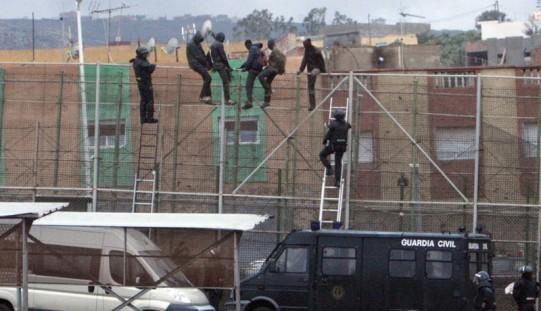 Frontex: coraz więcej nielegalnych imigrantów przedostaje się do UE