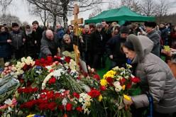 Banned Polish delegate addresses Nemtsov funeral-goers