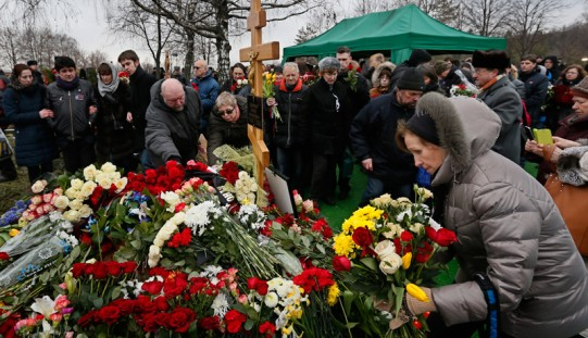 Banned Polish delegate addresses Nemtsov funeral-goers