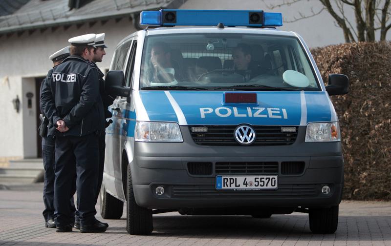 Policja pod domem Andreasa Lubitza w Montabaur fot.Frederik Von Erichsen/EPA