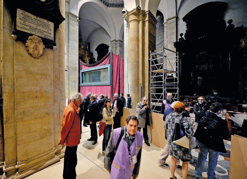 Holy Shroud exhibited in Turin