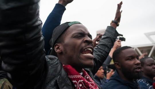 Zamieszki w Baltimore po śmierci młodego Afroamerykanina (ZOBACZ ZDJĘCIA)