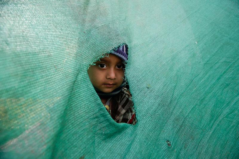 Tymczasowy obóz dla tych, którzy przeżyli trzęsienie ziemii w Katmandu w Nepalu fot.Narendra Shrestha/EPA