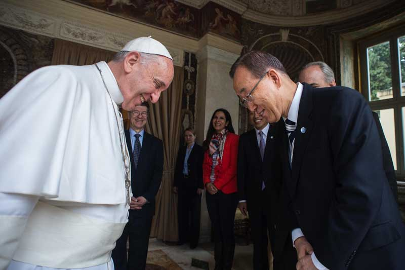 Papież Franciszek i sekraetarz generalny ONZ Ban Ki-Moon fot.L'Osservatore Romano/Handout/EPA