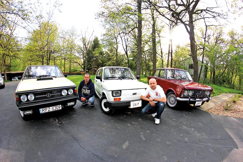Damian Ozga (z prawej) z bratem Arkadiuszem jest właścicielem małej kolekcji polskich samochodów – Fiata 126p, Fiata 125p oraz Poloneza