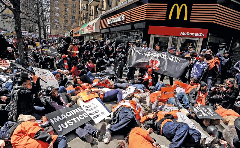Protest przed restauracją McDonald w Nowym Jorku fot.Justin Lane/EPA