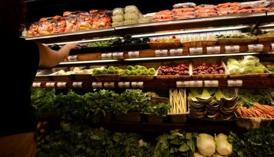 Francja: W parlamencie ustawa zakazująca marketom marnowania żywności