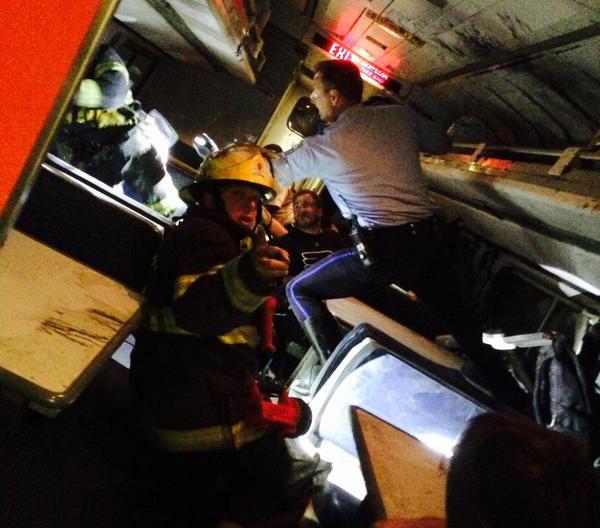 Akcja ratunkowa na pokładzie pociągu Amtrak fot. @PatrickMurphyPA/Twitter