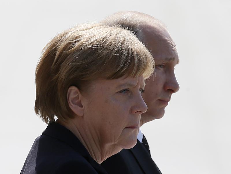 Angela Merkel i Władimir Putin fot.Sergei Ilnitsky/EPA