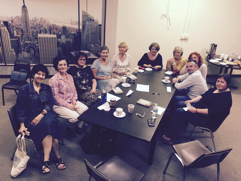 Uczestnicy pierwszego spotkania klubu książki fot.arch. DZ