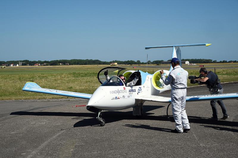 Samolot E-Fan fot.Guy Drollet/EPA