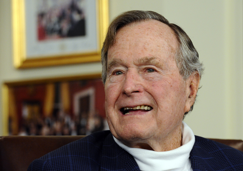 George H.W. Bush fot.Larry W. Smith/EPA