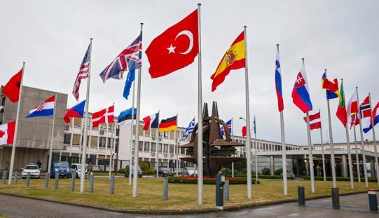 Siemoniak: warszawski szczyt NATO mógłby zaprosić Macedonię i Czarnogórę