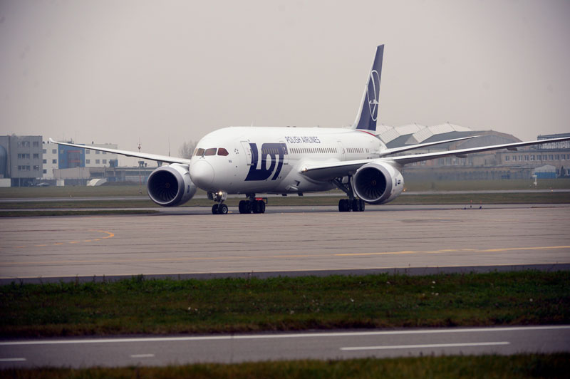 epa03471874 The first Boeing 787 Dreamliner LOT Polish Airlines lands at Warsaw Chopin Airport in Warsaw, Poland, 15 November 2012. This is the first of eight Boeing 787 aicrafts for LOT Polish Airlines. LOT thus became the first European airline to have the dreamliner in its fleet.  EPA/JACEK TURCZYK POLAND OUT