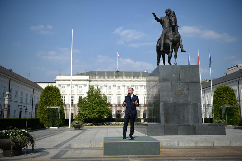 Andrzej Duda przed Pałacem Prezydenckim fot.Jacek Turczyk/EPA