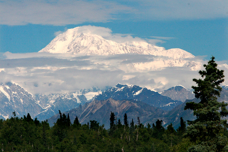 Góra Denali (znana do tej pory jako McKinley) na Alasce fot.Gary Kemper/EPA