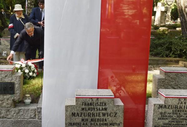 Prezydent złożył kwiaty na grobach powstańców na Powązkach