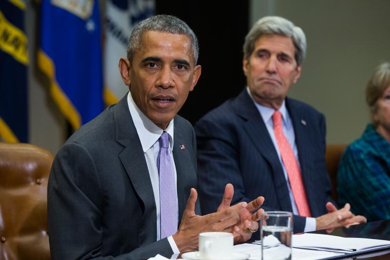 Barack Obama (z lewej) i John Kerry fot.Jim Lo Scalzo/EPA