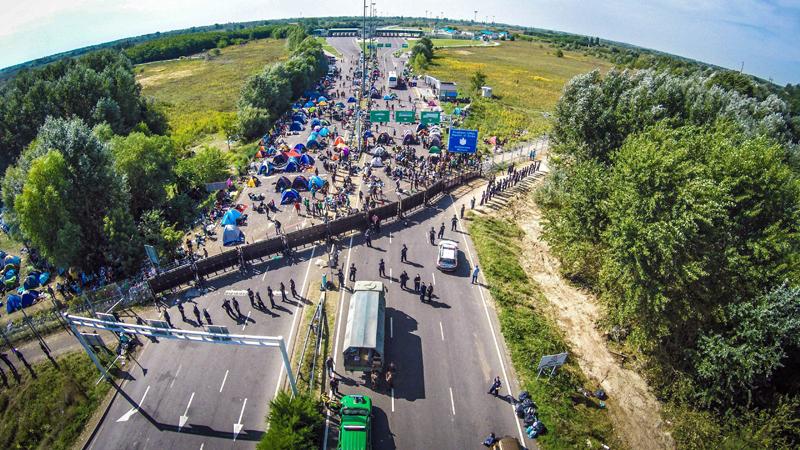 Granica serbsko-węgierska fot.Istvan Ruzsa/EPA