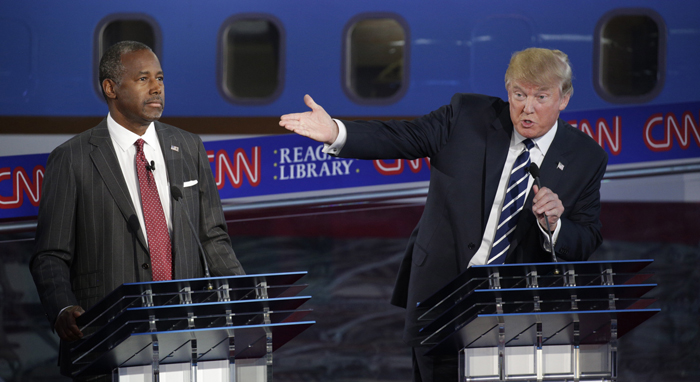 Ben Carson i Donald Trump podczas debaty fot. Max Whittaker/EPA