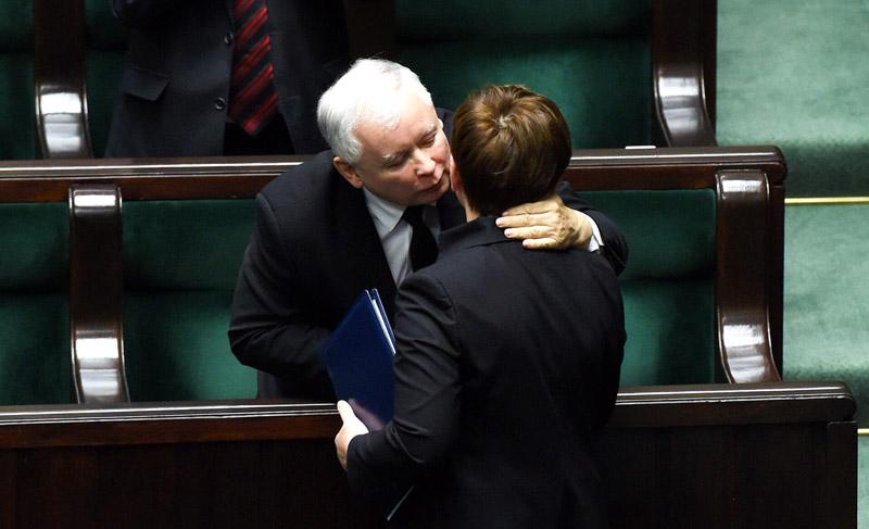 Jarosław Kaczyński i Beata Szydło fot.Radek Pietruszka/EPA