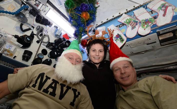 "Astronauci Barry ""Butch"" Wilmore, NASA, Samantha Cristoforetti, ESA i  Terry Virts, NASA minione święta spędzili na ISS fot. NASA/ESA"